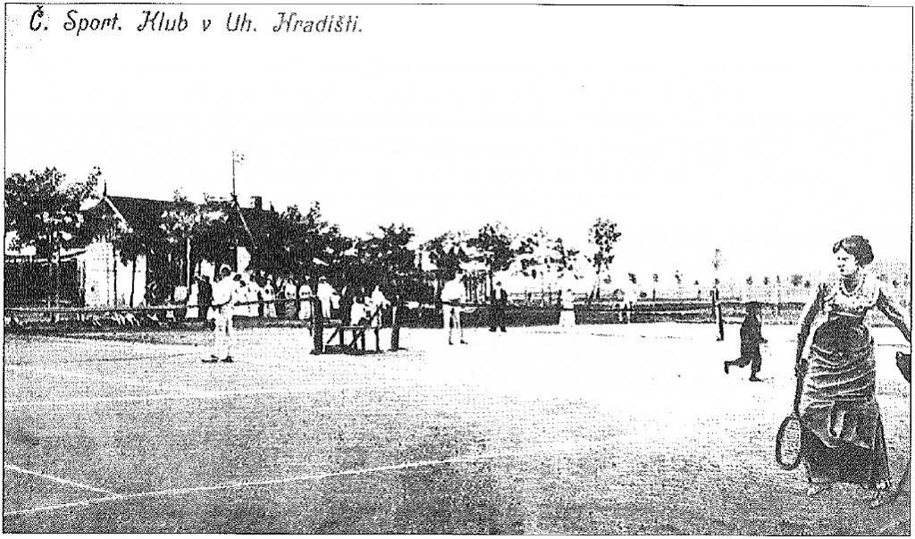 Dobový pohled na tenisové dvorce ČSK Uh. Hradiště kolem r. 1910